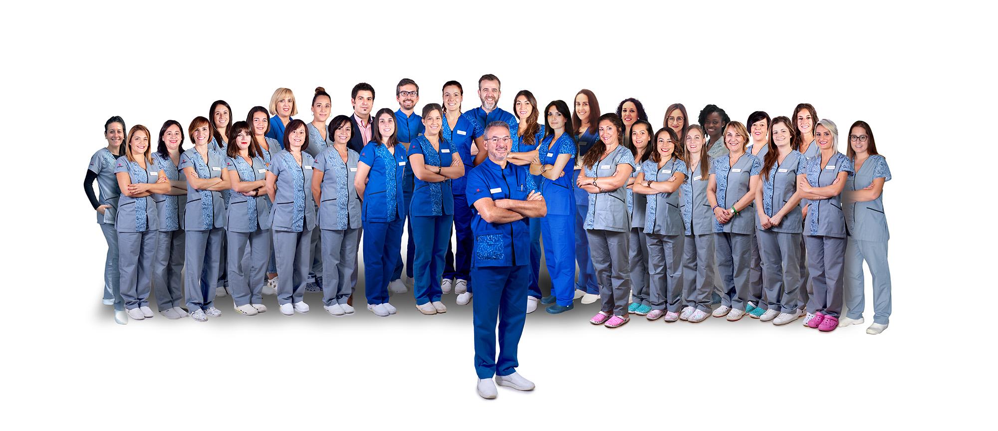 grupo de profesionales de las clínicas